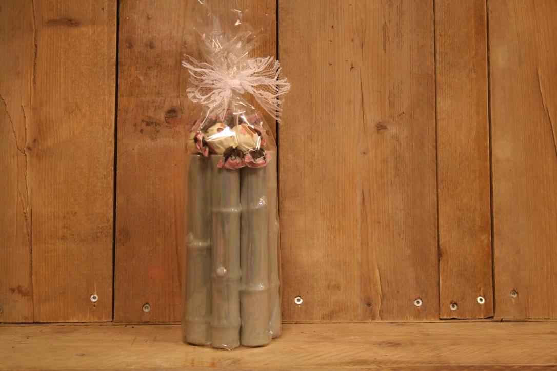 Blauwe parelmoer tulpen/rozen vaas met heerlijke bonbons
