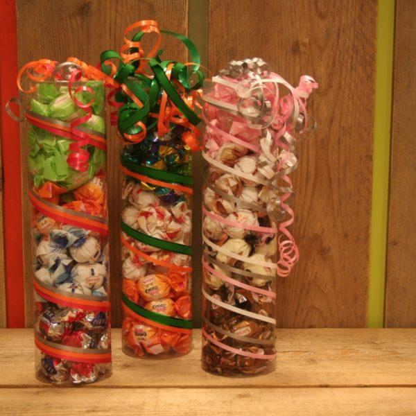 Grote koker gevuld met Italiaanse bonbons